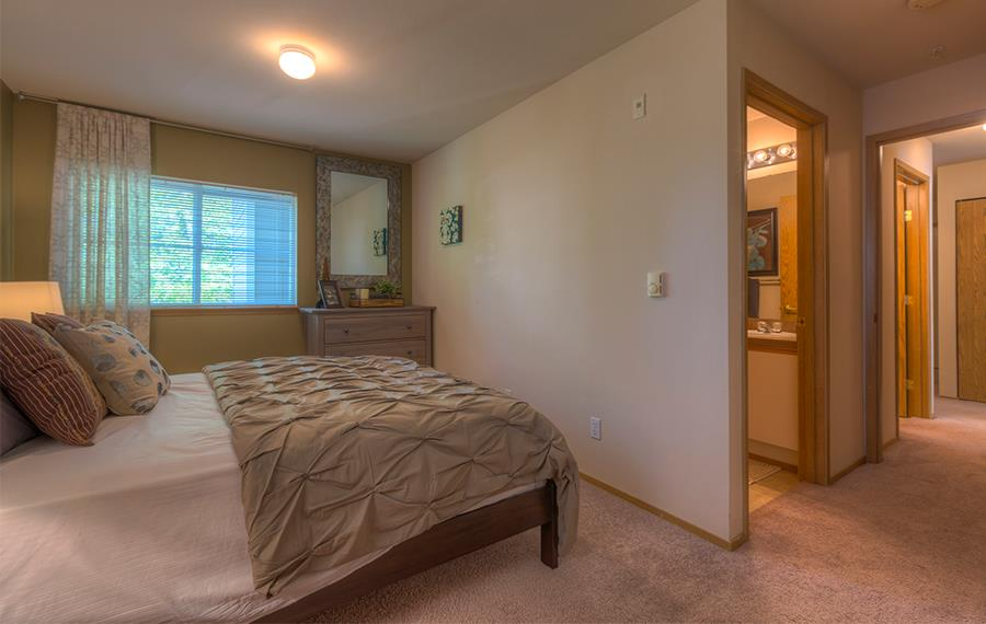 Benson Downs apartments for rent near Alaska Airlines - Spacious bedrooms
