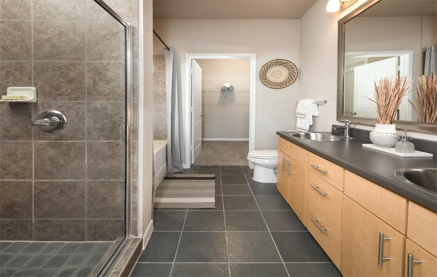 Upper Kirby Apartments in Houston - Metro Greenway - Bathroom
