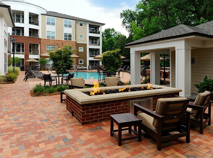 Gramercy Square At Ayrsley Outdoor patio and fire pit Charlotte NC - Steel Creek