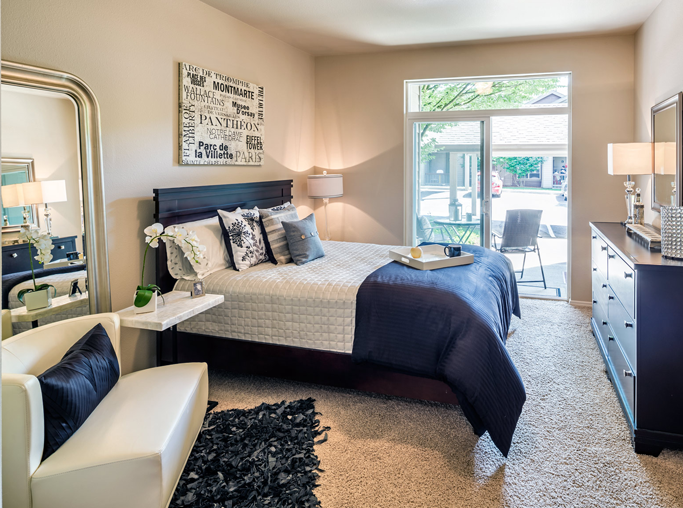 West Linn OR Townhomes in Lake Oswego - Cascade Summit - Spacious bedroom