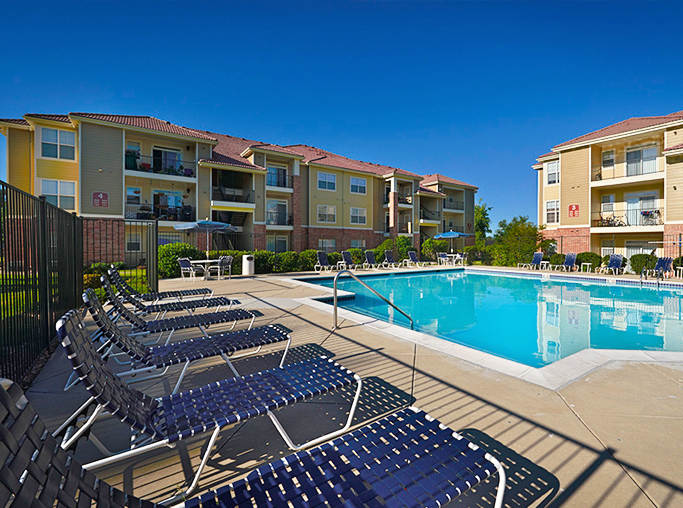 Highland Square Crossing Large swimming pool and lounge area Denver CO - apartments in 80231
