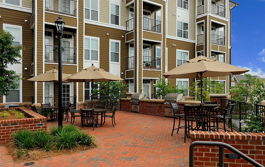 Ayrsley townhomes near Whitewater Center - Gramercy Square at Ayrsley - Grilling Area