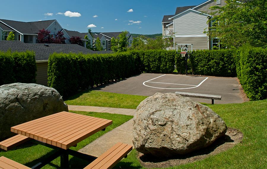 The Timbers at Issaquah Ridge apartments in Snoqualmie Falls - Basketball Court