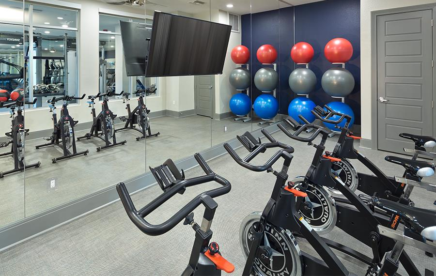 Luxury Apartments in Phoenix - District at Biltmore - Fitness Studio