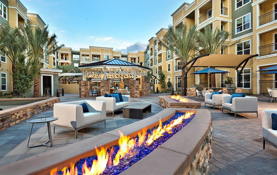 Phoenix Luxury Apartments - District at Biltmore - Fire Features