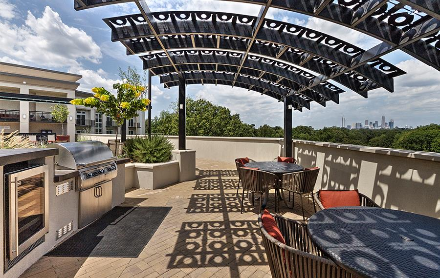 Apartments near Carolinas Medical Center - The Encore SouthPark - Rooftop Grills