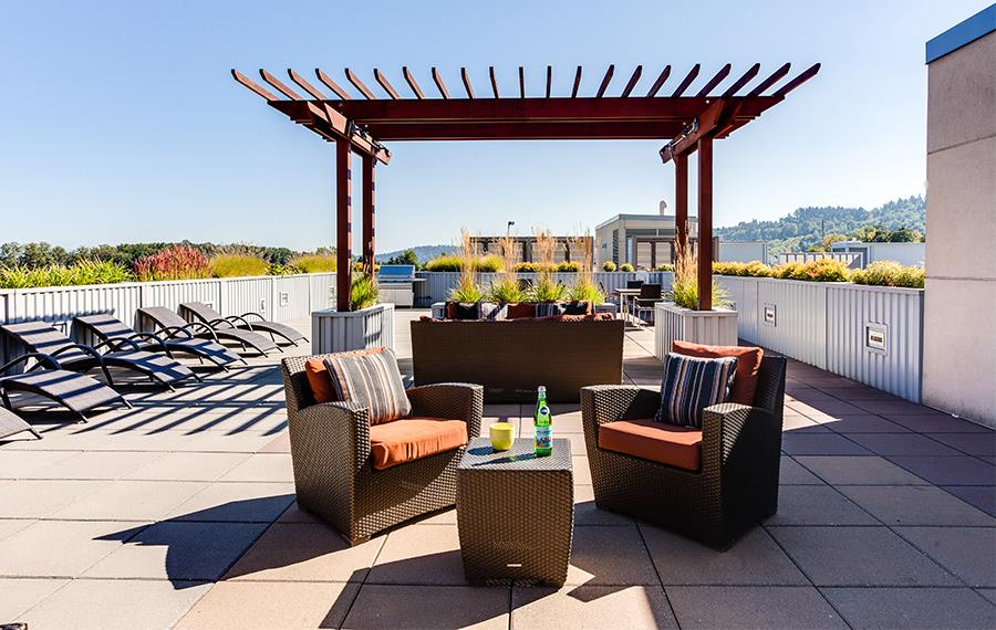 South Waterfront apartments for rent in Portland - The Matisse Rooftop Lounge