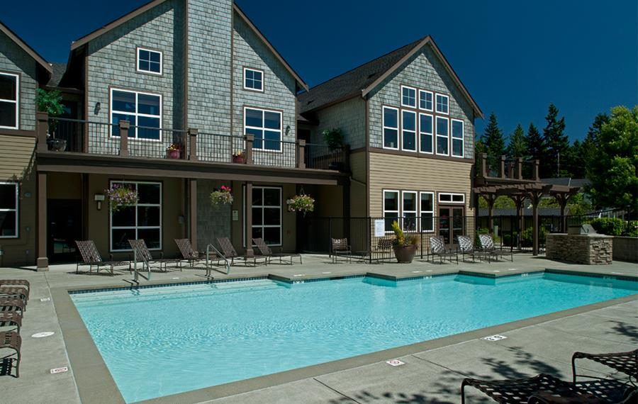 Issaquah apartments near Cosco - The Timbers at Issaquah Ridge Swimming Pool