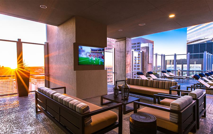 Apartment Complexes in Denver - SkyHouse Denver - Rooftop Lounge