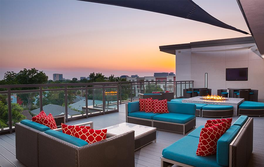 Strata - Dallas, TX - Rooftop Lounge