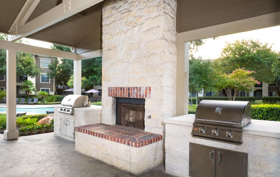 The Ranch - Apartments in Austin, TX - Outdoor Lounge