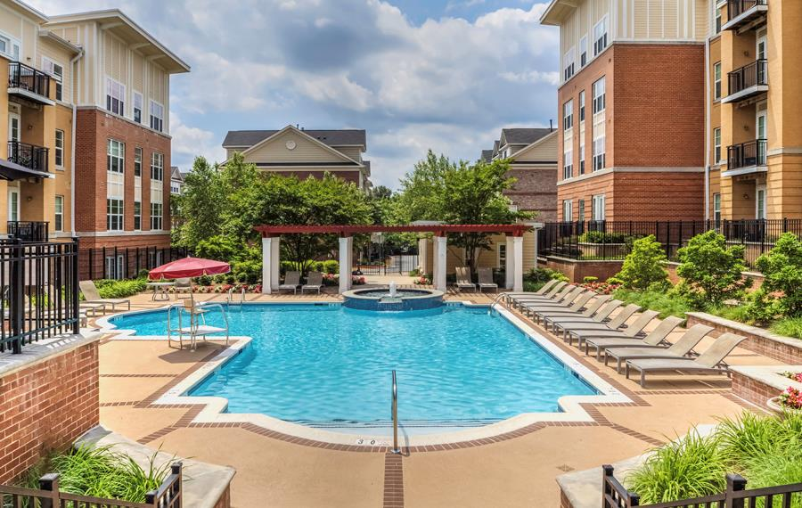Vienna apartments near Ernst & Young - The Reserve at Tysons Corner - Swimming Pool