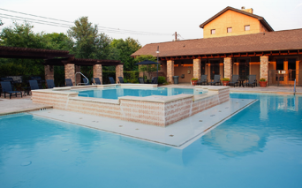 Ridgeview Resort style swimming pool with BBQ grills Austin TX - Brodie Lane