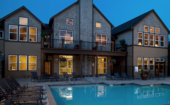 The Timbers Outdoor pool and spa with large sun deck Issaquah WA - Issaquah Plateau