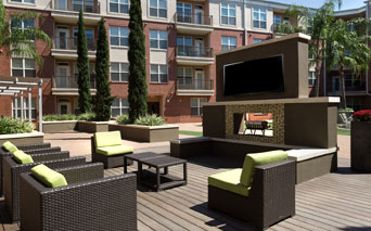 Metro Greenway Outdoor fireplace and lounge Houston TX - Greenway Plaza