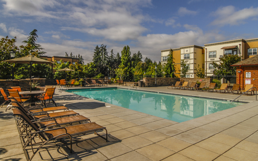 Platform District Apartments in Hillsboro, OR - Nexus Outdoor pool and spa