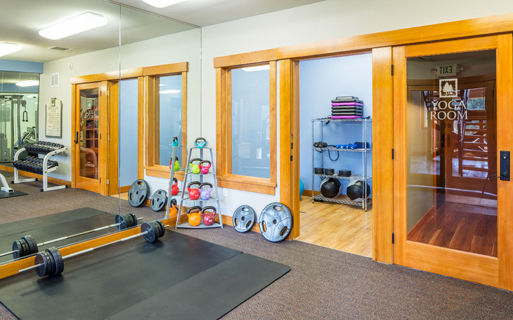 Issaquah Plateau apartments near Amazon - Boulder Creek Fully equipped fitness center