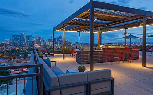 Studio LoHi Apartments - Rooftop lounge with sundeck Denver CO - LoHi Rentals