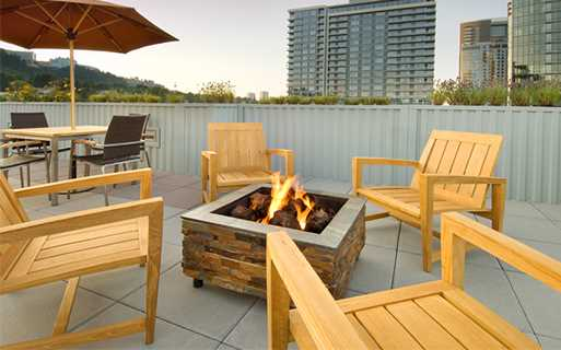 South Waterfront apartments for rent in Portland - The Matisse Rooftop lounge with firepit and stunning views