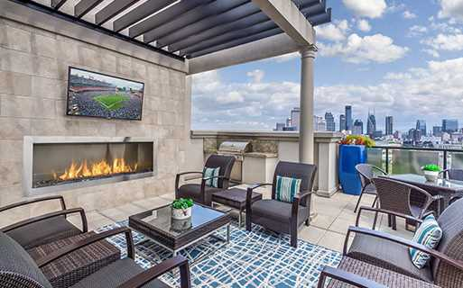 2700 Charlotte rooftop lounge - apartments for rent near nashville tn