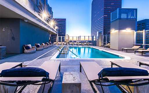 Central Business District apartments for rent in Denver - SkyHouse Denver Rooftop resort style pool