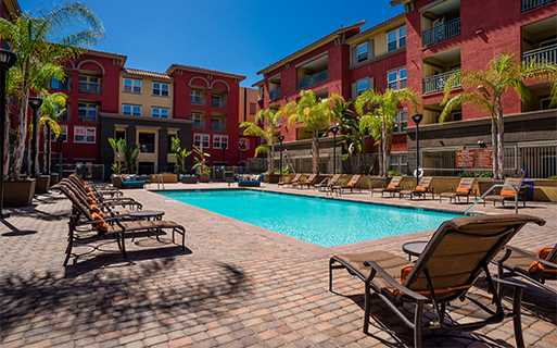 Clairemont apartments for rent in San Diego - Mira Bella Large swimming pool