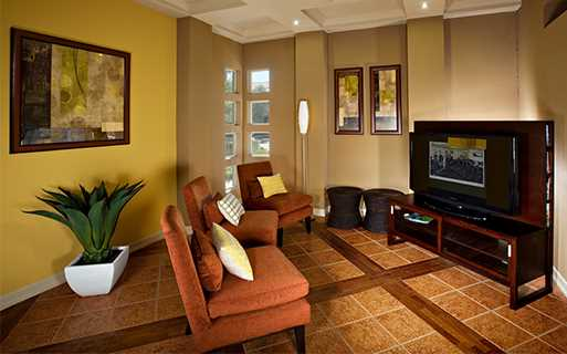 Scottsdale Quarter apartments for rent - San Carlos Internet cafe