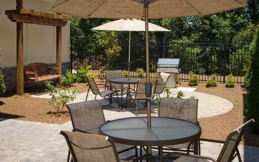 Berkeley Hills Country Club apartments in Duluth - Menlo Creek Rooftop pool side grill and dining areas