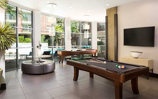 Texas Medical Center apartments for rent in Houston - Metro Greenway Resident lounge with billiards table