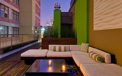 7th St apartments for rent in LA - Brockman Lofts Poolside terrace and outdoor grilling station