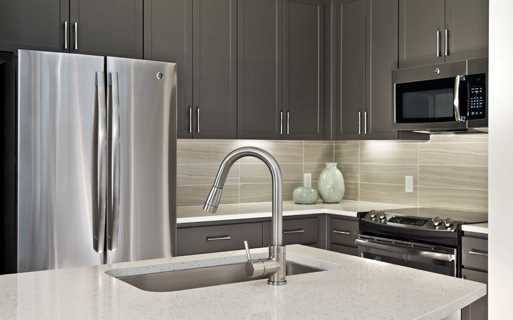 Apartments phoenix az - District at Biltmore Counertops and appliances