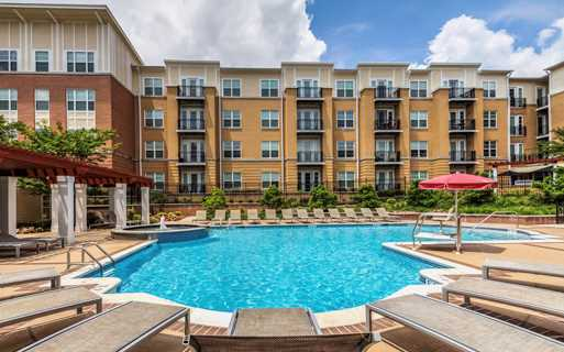 The Reserve at Tysons Corner Gorgeous swimming pool and sundeck Vienna VA - Tysons Corner