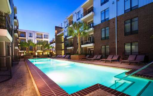 2125 Yale Resort Style Swimming Pool Houston TX - The Heights