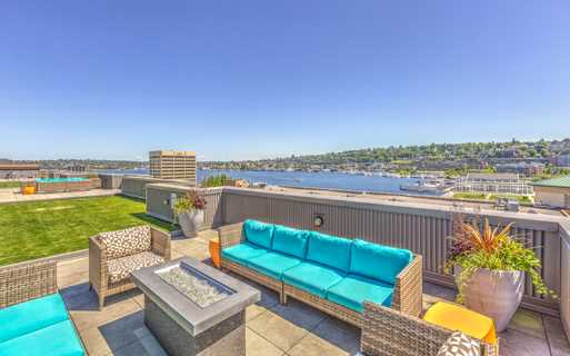Downtown Seattle apartments for rent near Facebook - Neptune Rooftop terrace with BBQ grilling station