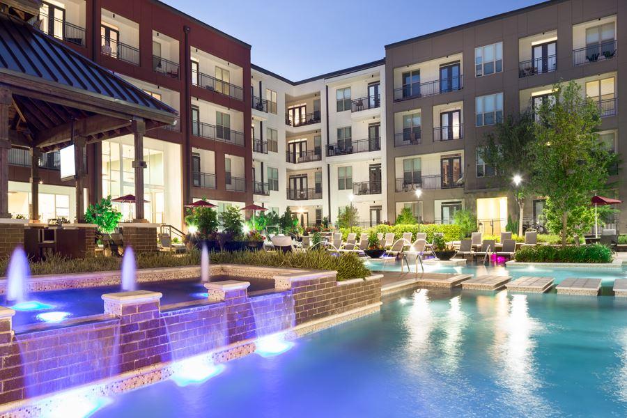 Lower greenville dallas apartments strata dallas tx for Elaborate swimming pools