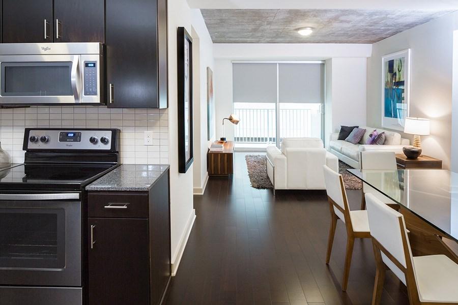 Victory park apartments skyhouse dallas dallas texas gallery for Three bedroom apartments dallas