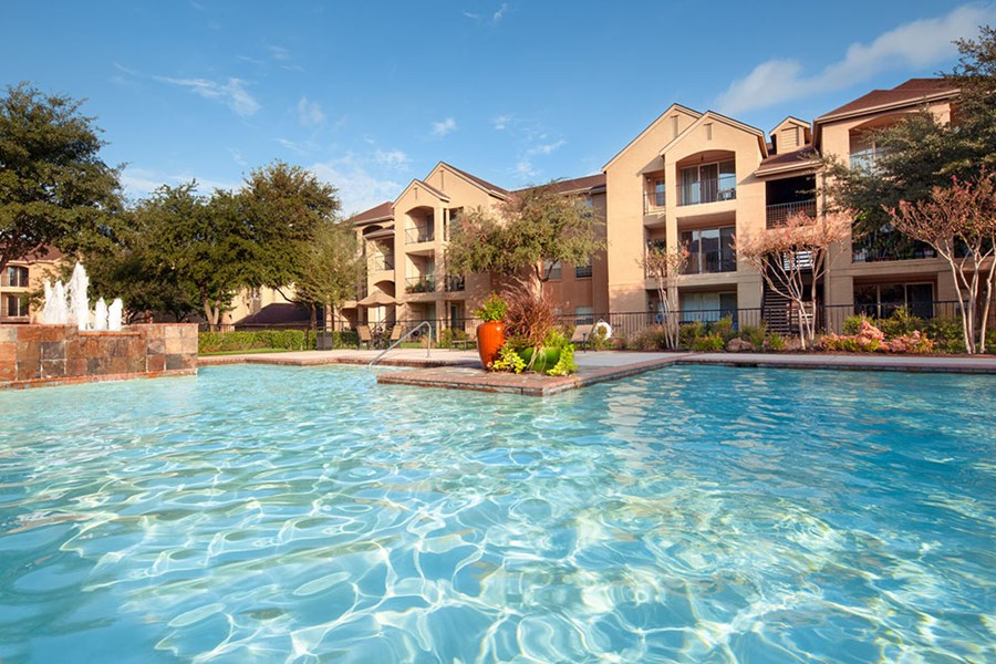 Photo Gallery - Valencia Apartments - Plano, TX | Preston ...