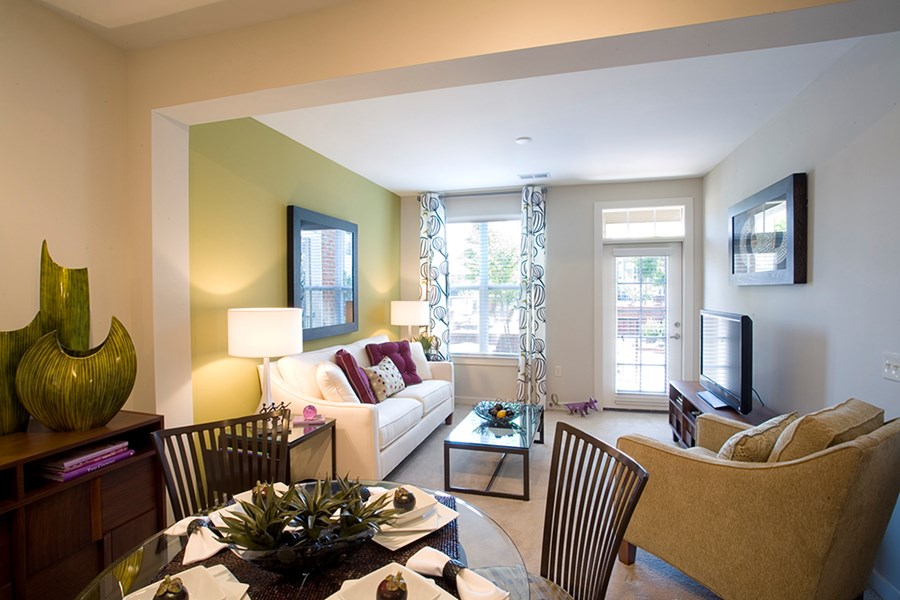 Apartments in charlotte nc gramercy square at ayrsley for Living room with 9 foot ceilings