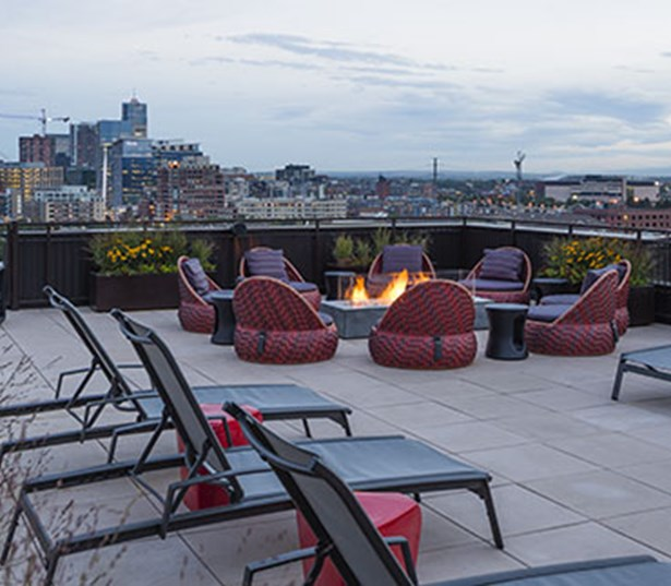 Studio LoHi - Rooftop Lounge with amazing views of downtown Denver, CO - Apartments in LoHi