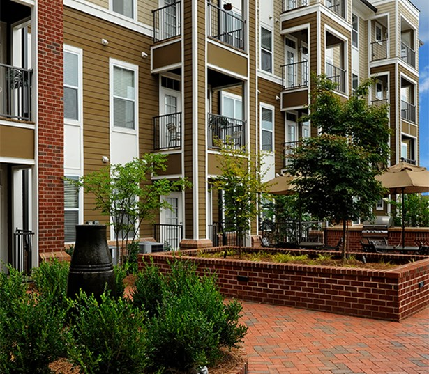 Gramercy Square At Ayrsley Exterior grilling and patio area Charlotte NC - Berewick