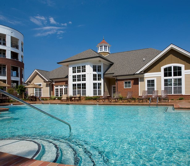 Gramercy Square At Ayrsley swimming pool with sundeck and cabana Charlotte NC - Steel Creek