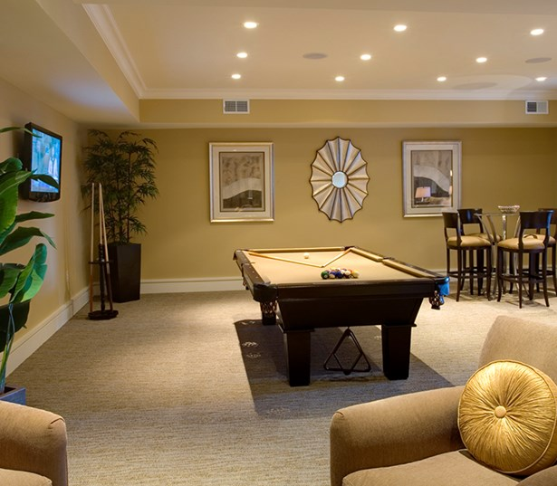 Gramercy Square At Ayrsley Resident lounge with billiards table Charlotte NC - Olde Whitehall