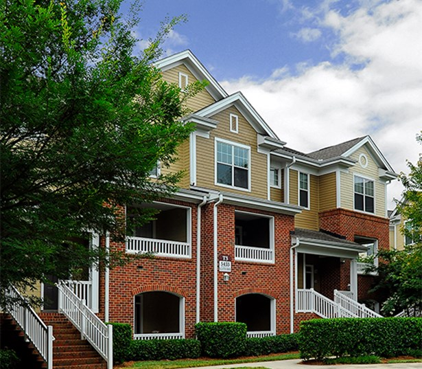 Promenade Park Exterior Building with 1,2 and 3 bedroom apartments Charlotte NC - Stonecrest