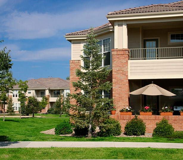 Ridgegate apartments and townhomes - The Meadows At Meridian Individual patios and balconies