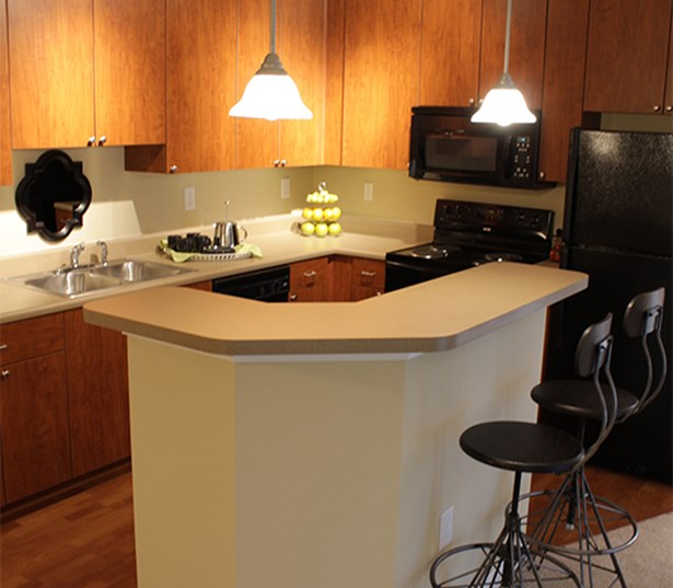 Gwinette Place apartments for rent in Duluth - Menlo Creek Modern kitchen with breakfast bar