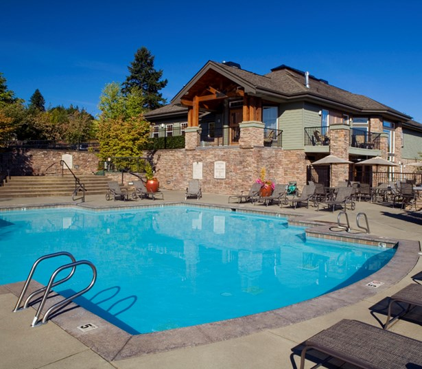 Boulder Creek apartments in Klahanie WA near Microsoft - Sparkling outdoor pool and spa