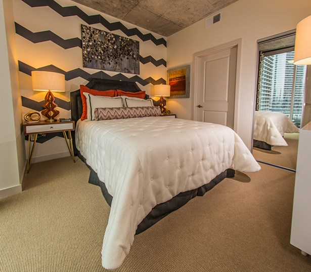 SkyHouse Houston Spacious bedroom interiors with 9 foot ceilings - Downtown Houston TX