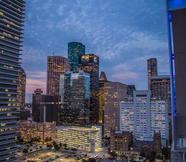 Apt Houston: Apartments In Downtown Houston: SkyHouse Houston