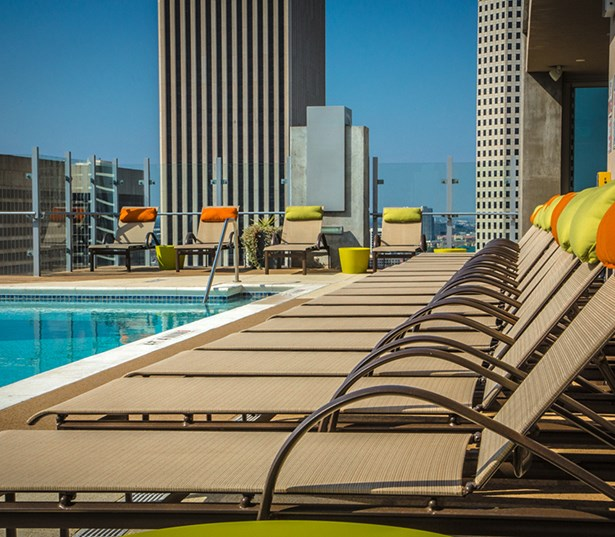 SkyHouse Houston Rooftop pool with amazing views - Highrise Downtown Houston TX