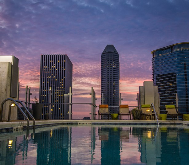 SkyHouse Houston Rooftop pool with downtown city views - Houston Medical Center TX
